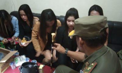 Kepala Sat Pol PP Nunukan Abdul Kadir saat memberikan penjelasan kepada para Pemandu OK Karaoke