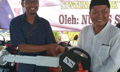 Nurul Salam politisi partai Gerindra membagikan motor pada relawan dan tim sukses, dan bakti sosial.
