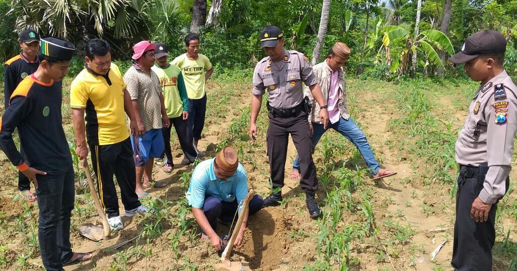 Polsek Prenduan Kecamtan Pragaan melaksanakan kegiatan Peduli lingkungan dengan cara melakukan penanaman pohon guna antisipasi bencana banjir dan tanah longsor bertempat di tanah binaan di Dusun Nong Bunter Desa Sentol Daya.