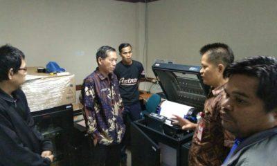 Sekretaris Daerah (Sekda) Nunukan, Serfianus saat lakukan Sidak di Ruang OC percetakan dokumen penagihan PBB, Jumat (24/1/2020)