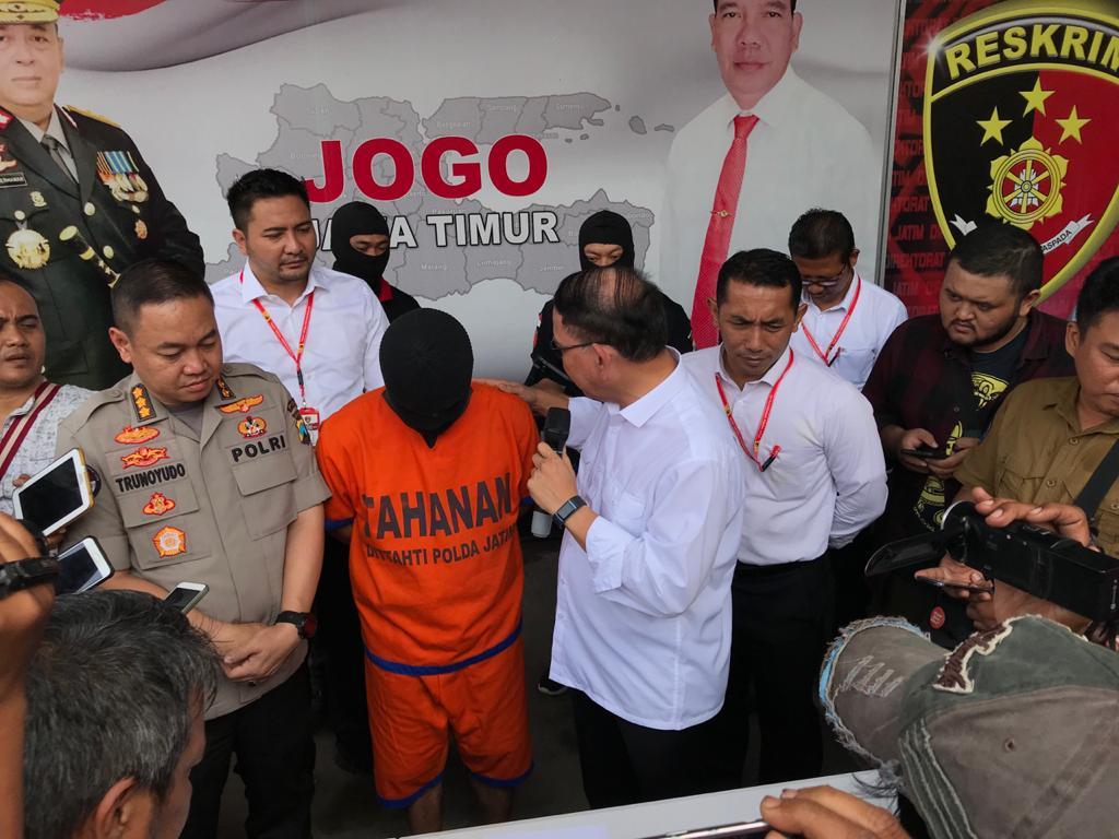Direktorat Kriminal Umum (Ditkrimum) Polda Jatim membekuk seorang berinisial MY (53) di sebuah hotel di Surabaya, Minggu (5/1/2020).