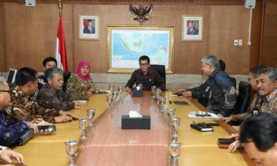 Gubernur Jatim, Khofifah Indar Parawansa saat pertemuan dengan Menteri Parekraf, Wishnutama, Jumat (17/1).