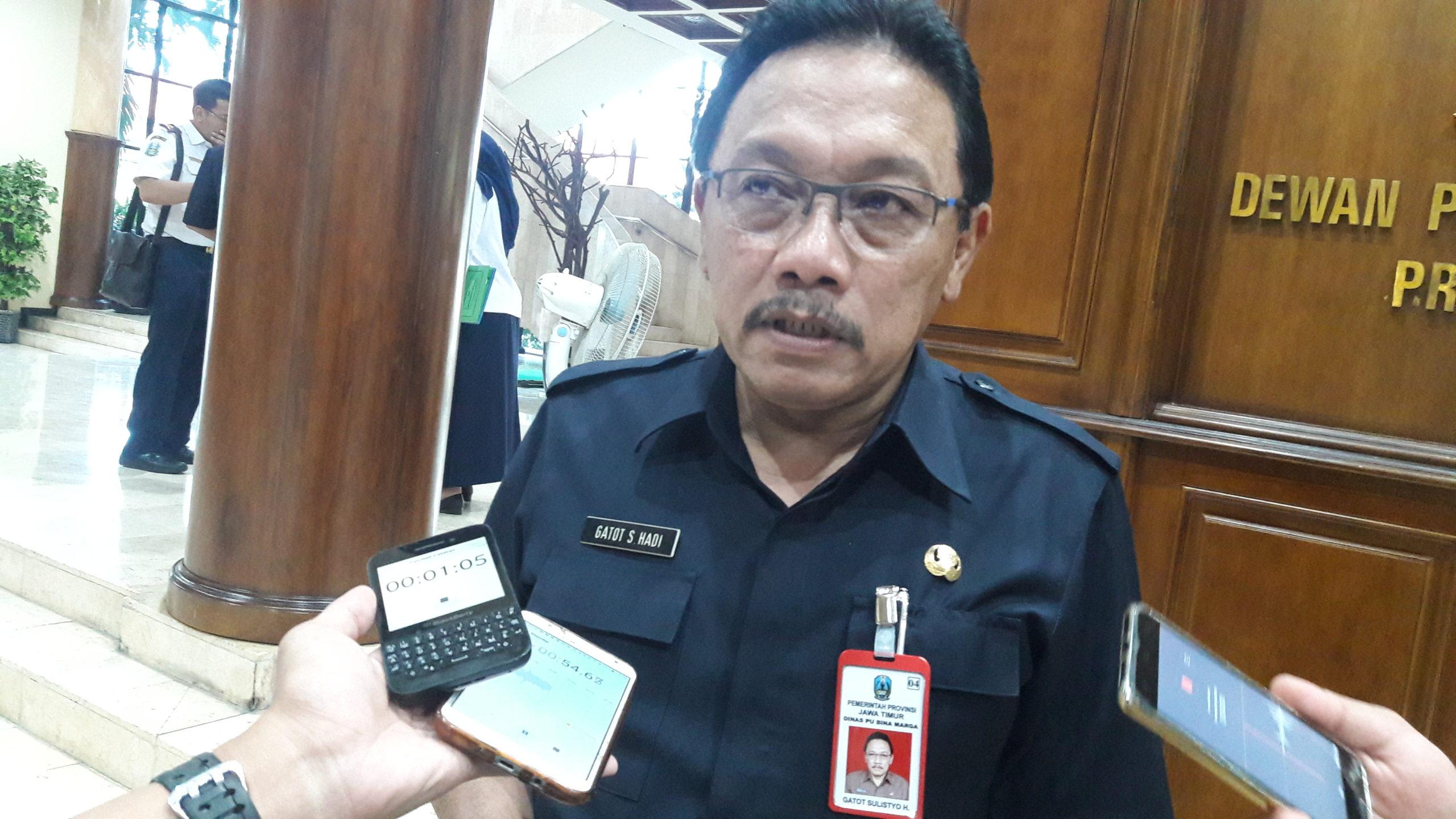 Kepala Dinas Bina Marga Gatot Sulityo Hadi setelah melakukan hearing dengan Komisi D DPRD Jatim diruang Badan Anggaran (Banggar) DPRD Jatim, Senin (24/ 02/20).