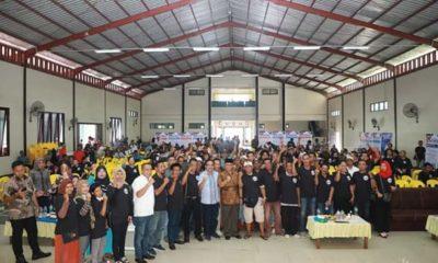Ribuan masyarakat Nunukan mendeklarasikan diri sebagai pendukung Gubernur Kaltara , Irianto Lambrie dalam wadah Sahabat Irianto (SI) Nunukan di Gedung Ali Akbar, Nunukan, Sabtu (8/2/2020). (FOTO: NUSANTARANEWS.CO/Eddy Santry)