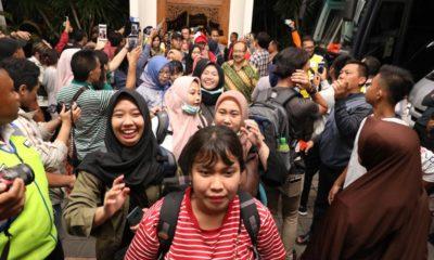Gubernur Khofifah jemout 65 Mahasiswa Asal Jatim Pulang Dari Karantina Corona. (Foto: nusantaranews.co/ Tri Wahyudi)