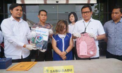 Ditangkap Polrestabes Surabaya di Lobi Hotel, Pengedar Simpan Sabu Dalam Kelamin dan Anus. (FOTO: NUSANTARANEWS.CO/Tri Wahyudi).