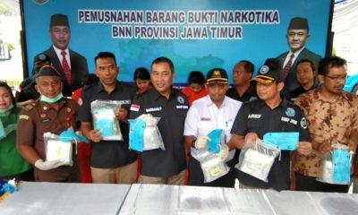 Tangkap Tiga Kurir Jaringan Malaysia, BNNP Jatim Bakar Sabu 8 Kilogram