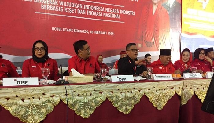 sekjen PDIP Hasto Kristiyanto di Rakerda PDIP Jatim di Surabaya, selasa (18/2/2020).