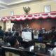 Mahasiswa duduki Ruang Paripurna DPRD Sumenep. (FOTO: nusantaranews.co).