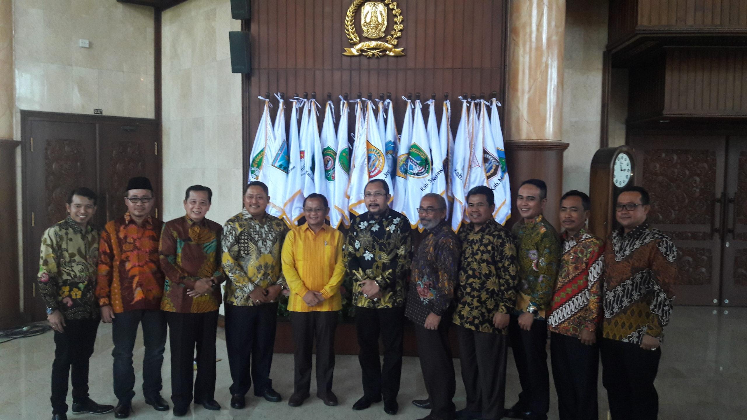 Terpilih sebagai Ketua Golkar Jatim dalam Musda ke X di Surabaya, Sarmudji temui fraksi Golkar DPRD Jatim. (foto :nusantaranews.co /Setya)