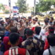 Aksi mahasisa GMNI di Depan Mapolres SumenepTuntut Selesaikan Kasus Beras Oplosan BPNT. (foto :nusantaranews.co /mahdi)