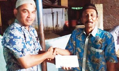 Geuchik Gampong Batayan Serahkan Dana Sosial Untuk Warganya