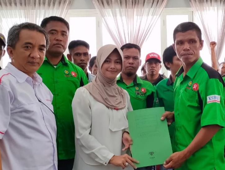 Bupati Nunukan, Asmin Laura Hafid saat menerima perwakilan FK - HUKATAN FKSBSI PT. SIL/PT. SIP , Rabu (11/3/2020)