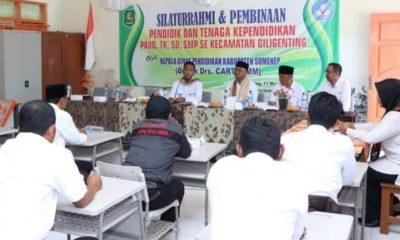 Wabup Ahmad Fauzi dan Kepala Dinas Pendidikan Sumenep saat betemu dengan para guru di Kecmatan Giligenting. (foto : nusantaranews.co /mahdi)