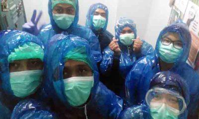 Cuma Pakai Jas Hujan, Tenaga Medis RS PHC Surabaya Rawan Tertular Corona