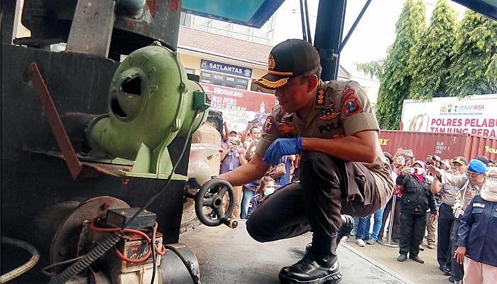 Polres Pelabuhan Tanjung Perak Bakar 30 Kg Sabu