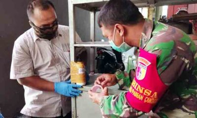 Edukasi Masyarakat Melalui Pemasangan Tempat Cuci tangan dan Pembagian Masker