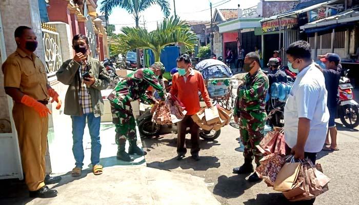 200 paket masker dan hand sanitizer disebar di Surabaya