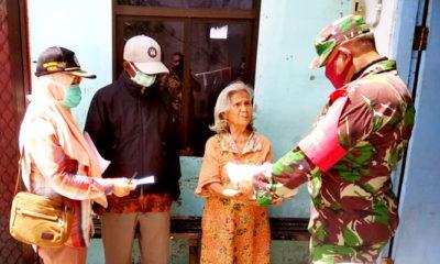 Warga Perak Barat Surabaya mulai dapat paket sembako dan uang santunan Penyerahan Uang Santunan dan Sembako