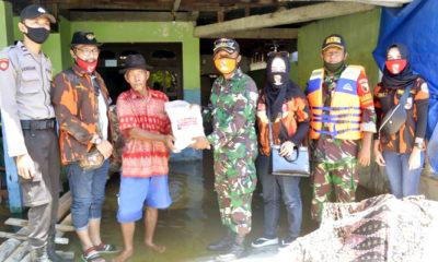 Kodim Lamongan salurkan sembako untuk warga korban banjir. Kodim Lamongan Salurkan Paket Sembako untuk Warga Korban Banjir