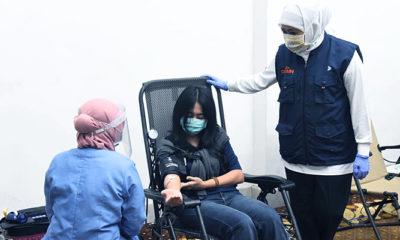 Gubernur Khofifah sumbang 581 kantong darah ke PMI untuk penanganan pandemi Covid-19