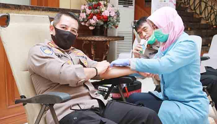 Gelar donor darah, Polda Jatim prihatin stok darah menipis.