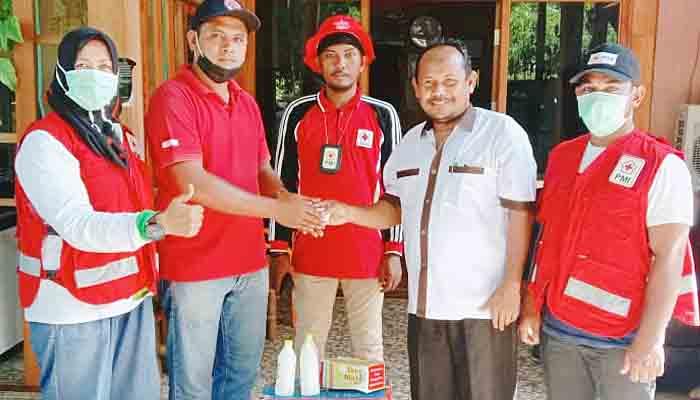 Misi Kemanusiaan Irwan Socolatte Bantu PMI Pidie Jaya