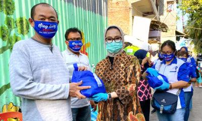 Demokrat peduli dan berbagi terus bergulir sebar ribuan sembako di Surabaya.