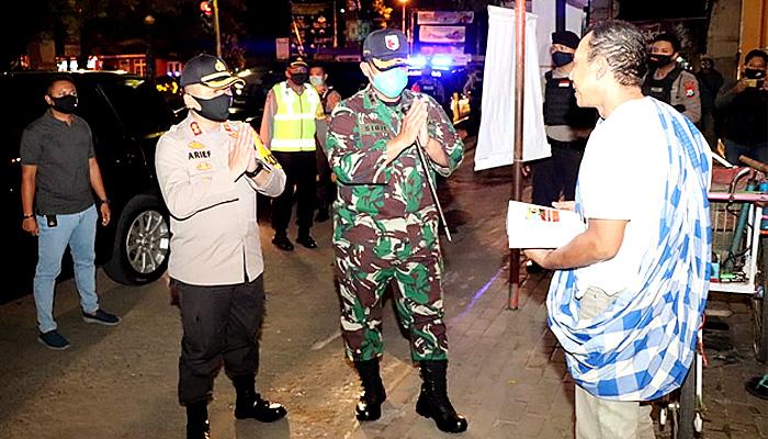 Sinergitas Polri-TNI Melalui Sahur On The Road Keliling Kota Ponorogo