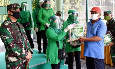 Ny Tutik Herman Hidayat salurkan bantuan Ketua Umum Persit KCK.