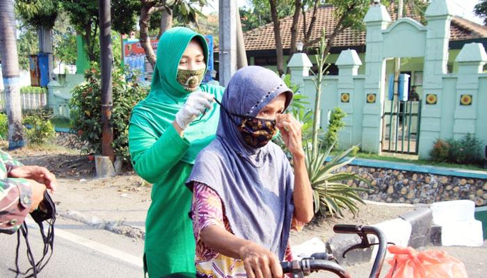 Istri Prajurit TNI-AD di Lamongan ikut berperang melawan Corona.Persit Kodim Lamongan