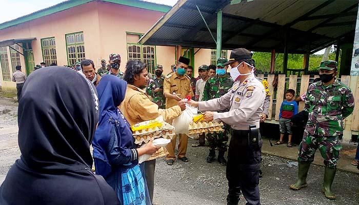 Polres Bener Meriah bersama Kodim 0106 AT/BM salurkan bansos