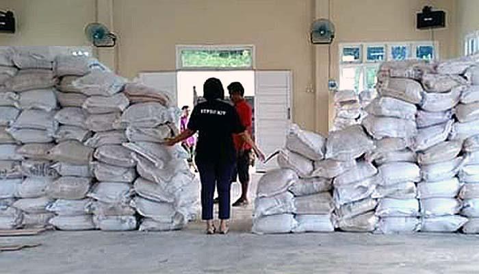 Pemerintah Kabupaten Landak salurkan 740 ton beras untuk 37 ribu KK Beras yang akan didistribusikan untuk masyarakat Landak