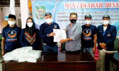Cegah Pandemi Covid-19, Legislator Nasdem Mirza Ananta bagikan masker kain.