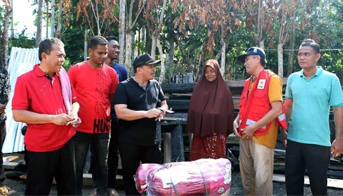 Bupati dan Wakil Bupati Pidie Jaya kunjungi Ti Halimah korban kebakaran di Sarah Mane.