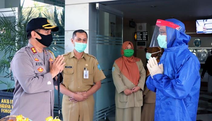 Begini cara Kapolres Ponorogo beri kejutan untuk paramedis.