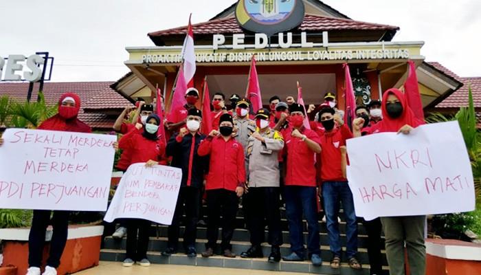 Buntut pembakaran bendera, puluhan kader PDIP datangi Mapolres Nunukan.