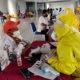 Baru datang, 152 pekerja migran asal Malaysia jalani rapid test masal.Rapid Test pada Pekerja MIgran Asal Malaysia