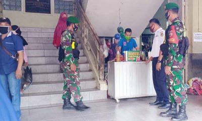 Anggota Koramil Saradan Patroli di Pasar serukan penerapan protokol kesehatan.