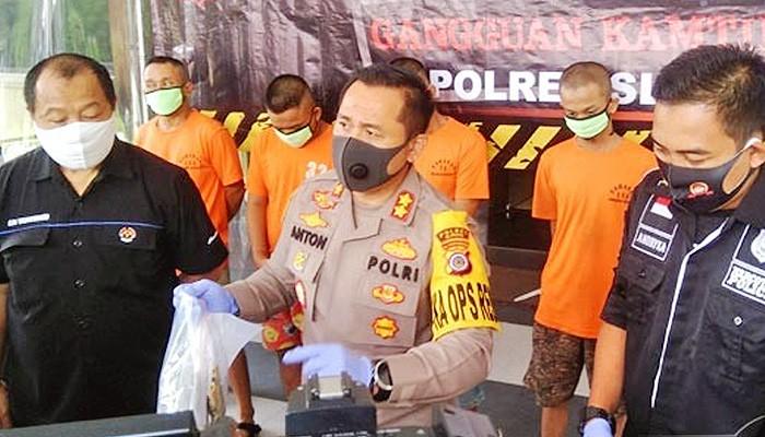Bekuk sindikat pengedar narkoba, jajaran Satresnarkoba Polres Sleman berhasil mengungkap kasus peredaran gelap narkoba pada bulan Juni hingga Juli.