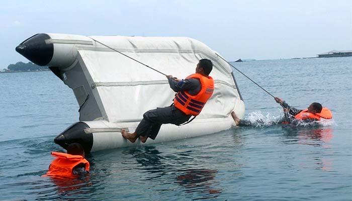 Special Response Team latihan teknik perahu karet dan long range navigation.
