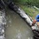 Ikbal Sarjana Pertanian bikin saluran irigasi plastik bantu petani.