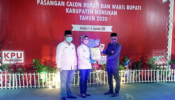 Sejumlah tokoh iringi pasangan AMANAH mendaftar di KPUD Nunukan.
