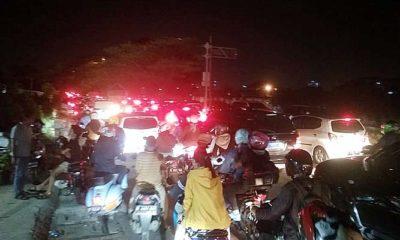 Kebakaran di Juanda Depok, akibatkan macet hampir satu kilo meter.