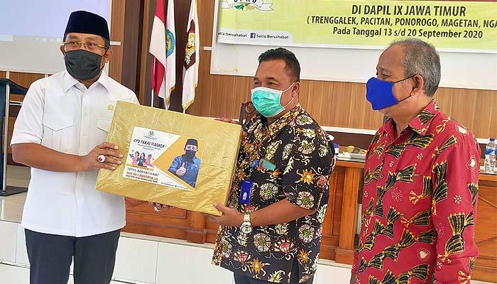 Bertemu Sahat Tua Simanjuntak, perwakilan guru curhat soal kesejahteraan.