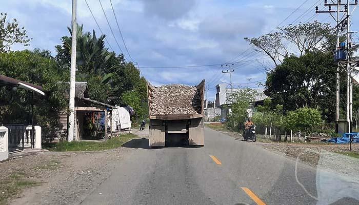 Satlantas Abdya akan tindak tegas truk pengangkut galian C tanpa terpal.