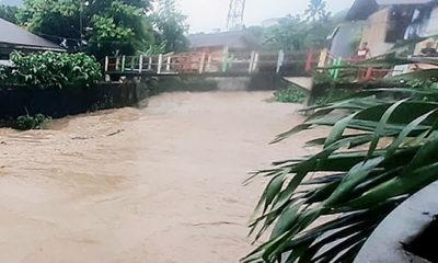 Banjir dan tanah longsor rusak rumah warga Kota Ambon. Hujan dengan intensitas tinggi menjadi salah satu pemicu banjir dan tanah longsor di Kota Ambon, Maluku pada hari Sabtu (3/10).