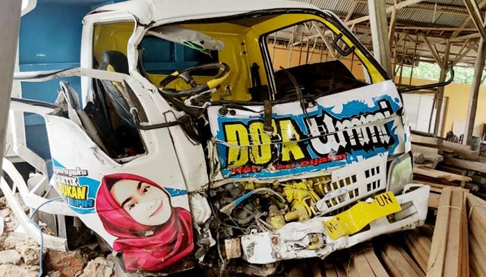 Dua orang tewas dalam kecelakaan maut di jalan Talang Siring Pamekasan.
