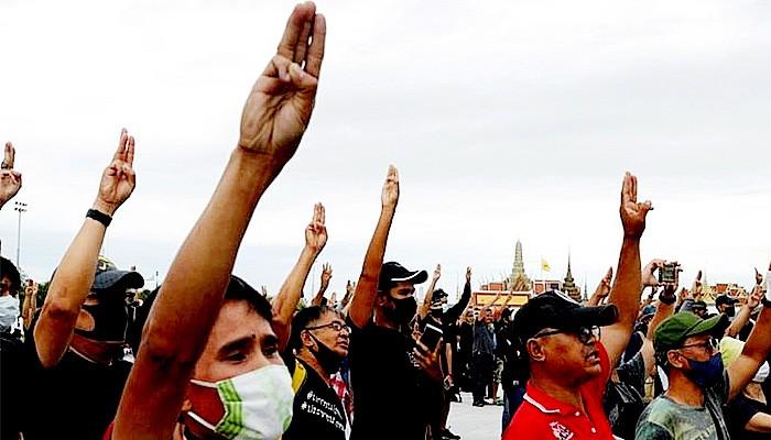 Dekrit Darurat di Thailand dan Salam Tiga Jari untuk Raja.