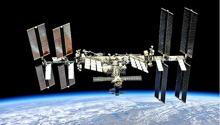 Para Astronot Crew Dragon memulai misi mereka di ISS.